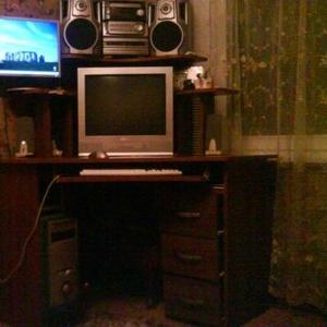 Продается стол компьютерный